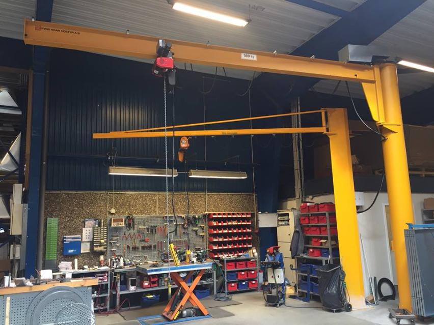 VETTER column mounted sleeving jib crane