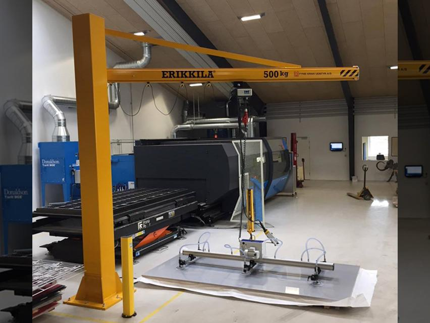 Erikkila  jib crane column mounted combined vakuum solution